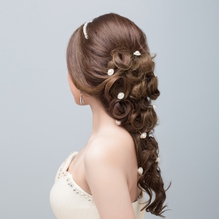 Brautfrisur mit Haardraht