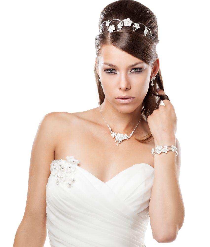Haarreifen mit Bluten fur die Brautfrisur